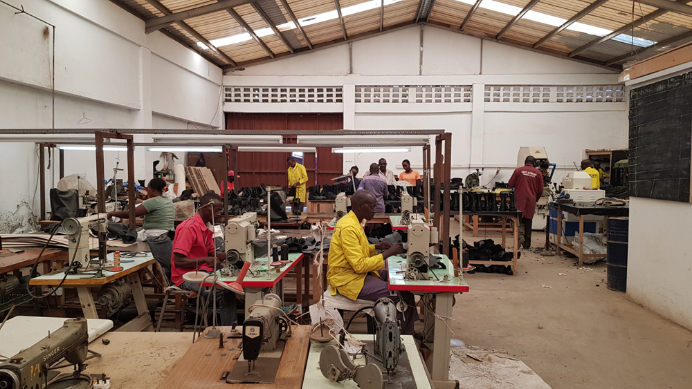 Kenya shoe factory Toe lasting machine